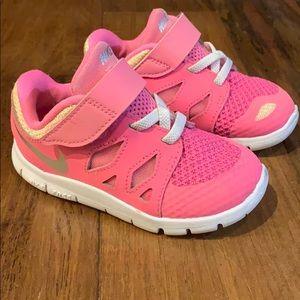 Toddler Nike Free 7c